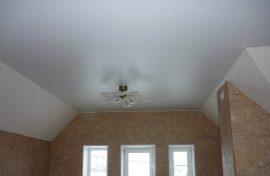 сатиновый потолок недорого фото